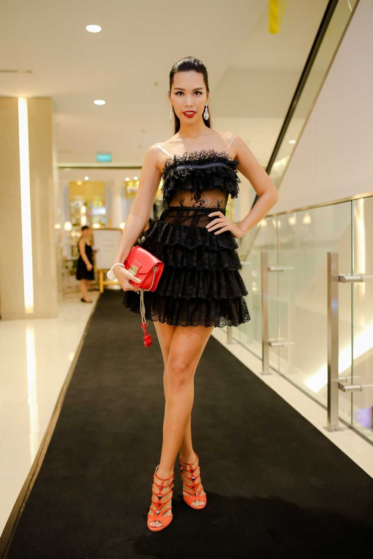 Ha Anh do ve goi cam voi Trang Khieu hinh anh 1