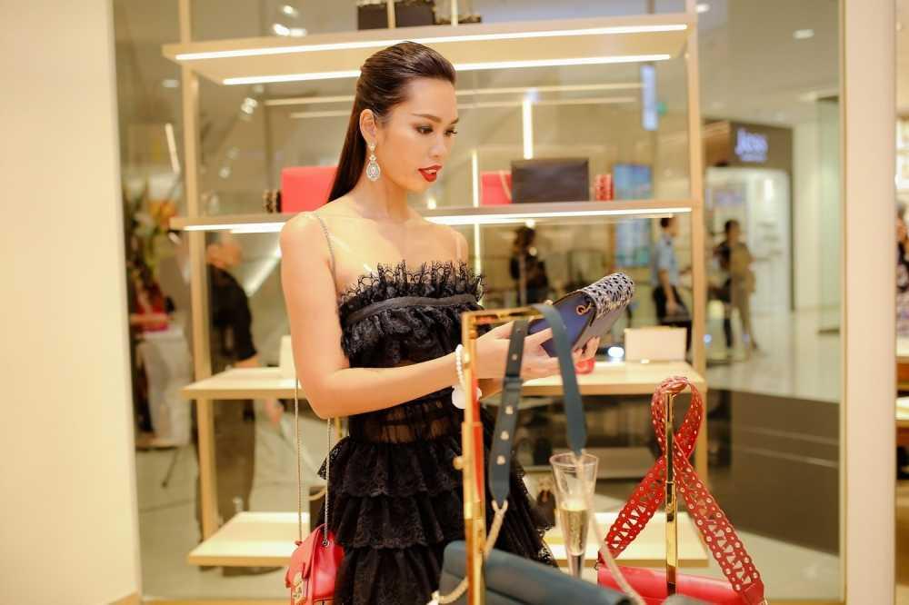 Ha Anh do ve goi cam voi Trang Khieu hinh anh 8