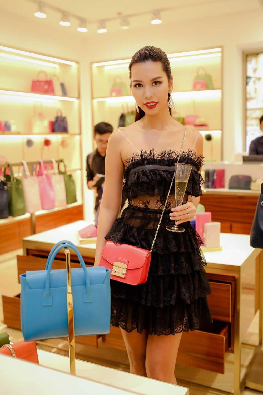 Ha Anh do ve goi cam voi Trang Khieu hinh anh 7