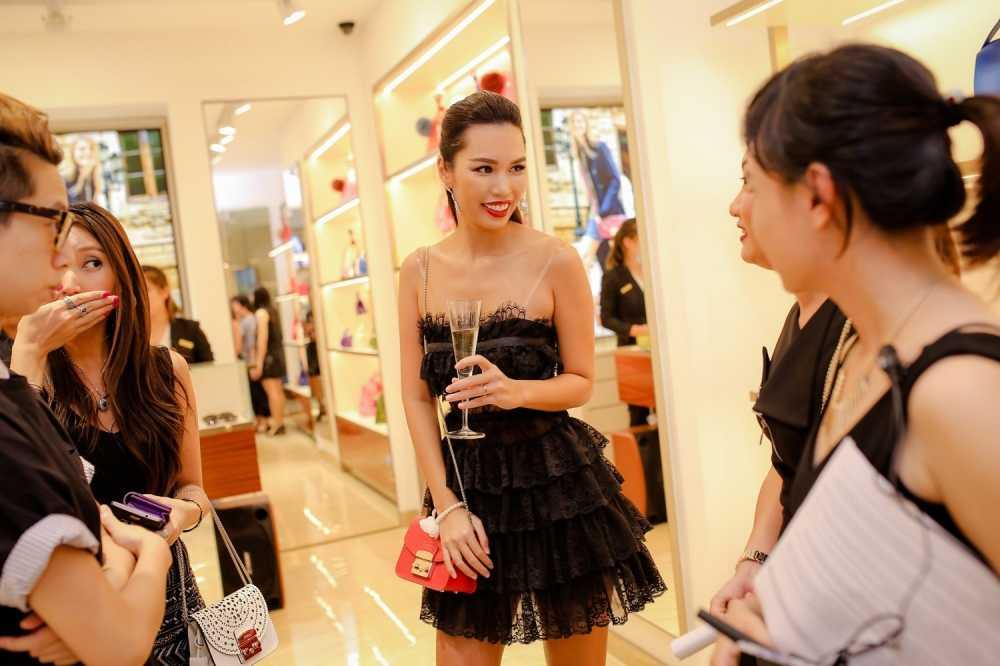 Ha Anh do ve goi cam voi Trang Khieu hinh anh 6
