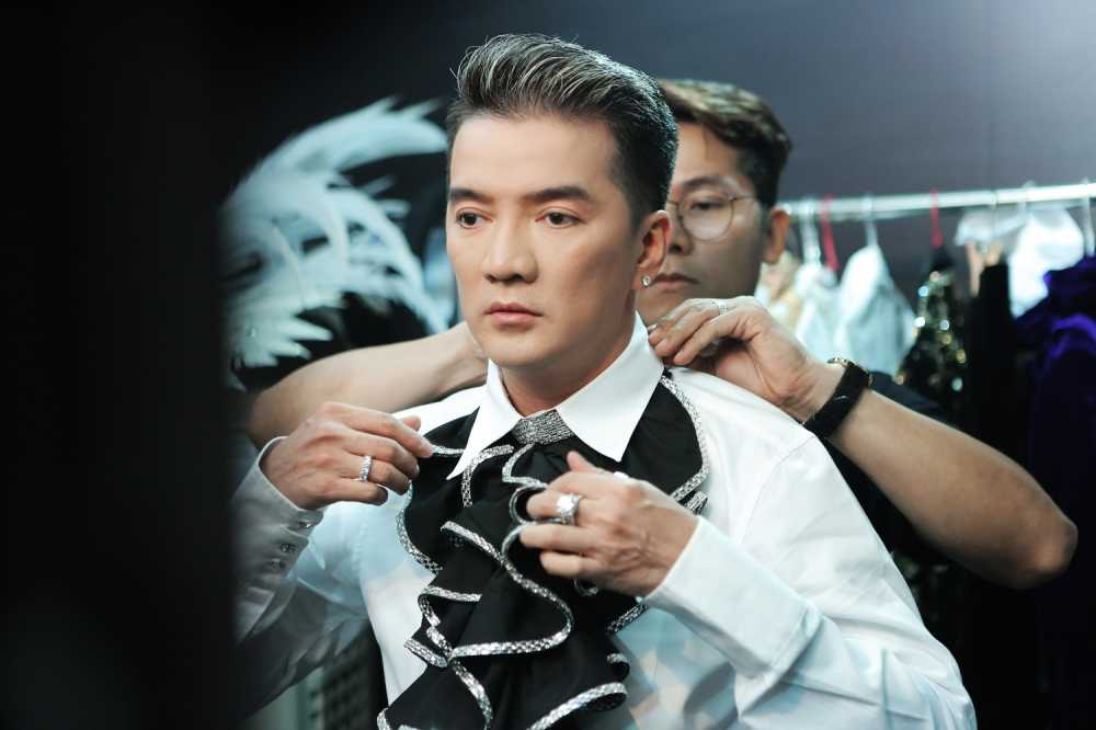 Dam Vinh Hung tiet lo so 'kim cuong' se mang ra Ha Noi hinh anh 4