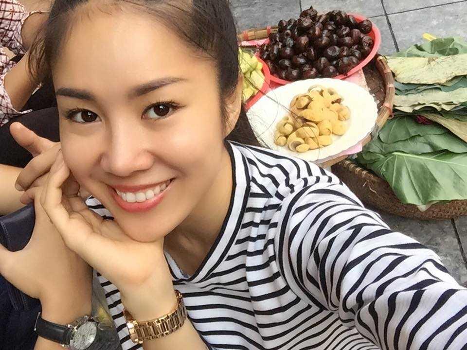Le Phuong khoe anh cung chong sap cuoi dao choi Ha Noi hinh anh 4
