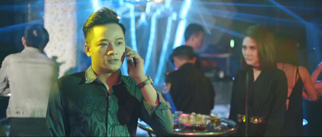 Top 7 Vietnam Idol phai di hat bar o Singapore de tra no hinh anh 2