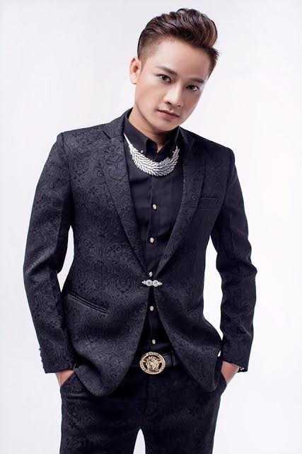 Top 7 Vietnam Idol phai di hat bar o Singapore de tra no hinh anh 1