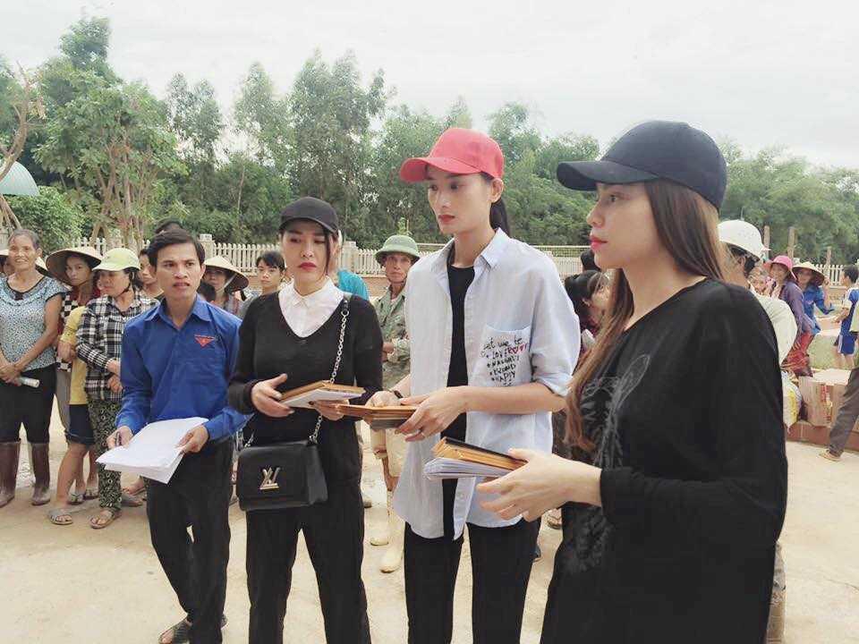 Nguoi dan Quang Binh om cham lay Ha Ho khi co ve que lam tu thien hinh anh 7