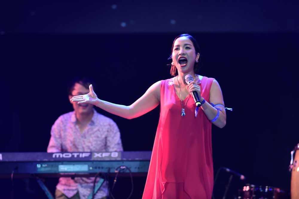 My Linh thang hoa tren san khau Monsoon Festival 2016 hinh anh 5