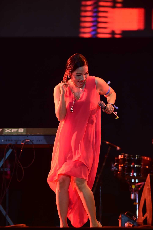 My Linh thang hoa tren san khau Monsoon Festival 2016 hinh anh 10