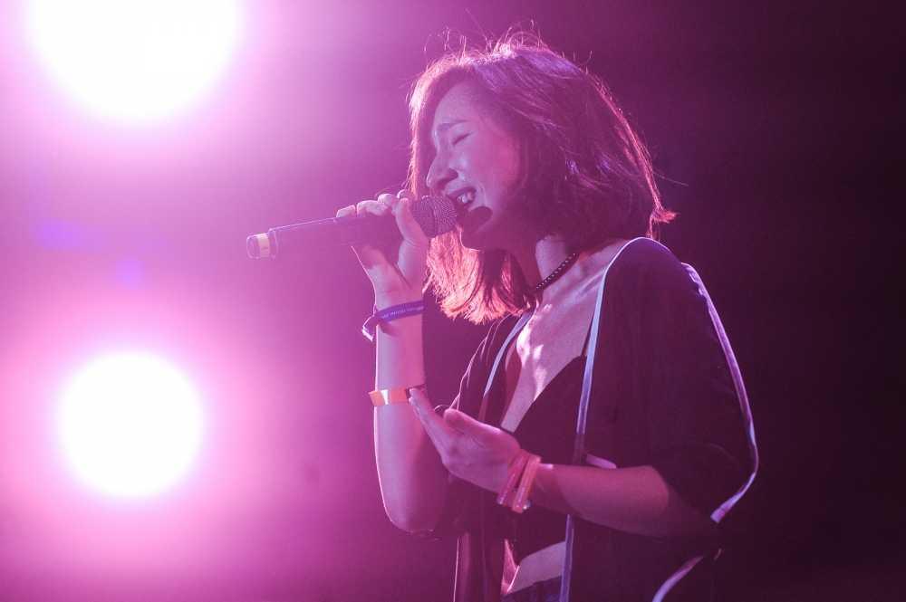 Con gai Anh Quan - My Linh goi cam tren san khau Monsoon Festival hinh anh 1