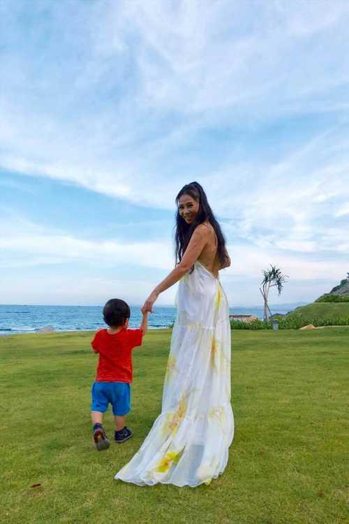 Nhung lan Thu Minh vo tinh de lo hinh anh cau con trai dang yeu hinh anh 3