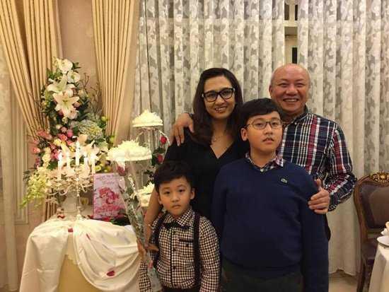 BTV Van Anh hanh phuc ben ong xa hon 21 tuoi va hai con trai hinh anh 9