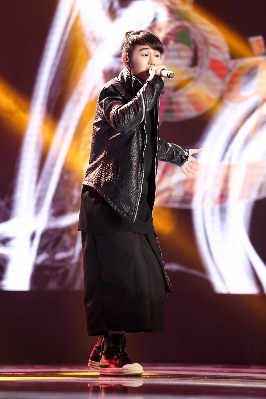 Chang trai co giong hat 'phi gioi tinh', nao loan 'Sing my song' la ai? hinh anh 1