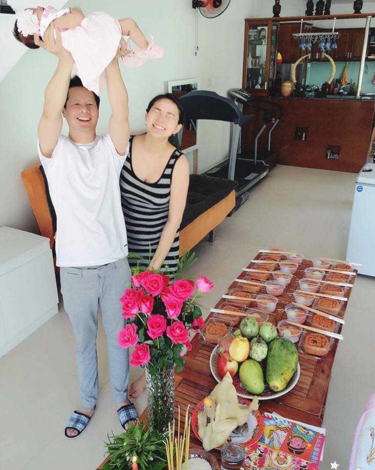 Dai gia Duc An - Phan Nhu Thao hanh phuc khoe con gai hinh anh 2