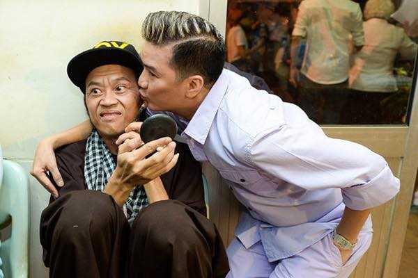 Dam Vinh Hung thu nhan se 'mat dien' khi dung truoc Hoai Linh hinh anh 2