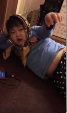Con trai Xuan Bac gay sot voi man hat 'Ong ba anh' cuc dang yeu hinh anh 1