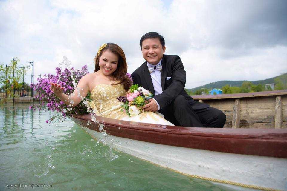 Em gai Dam Vinh Hung rang ro trong lan len xe hoa thu 2 hinh anh 2