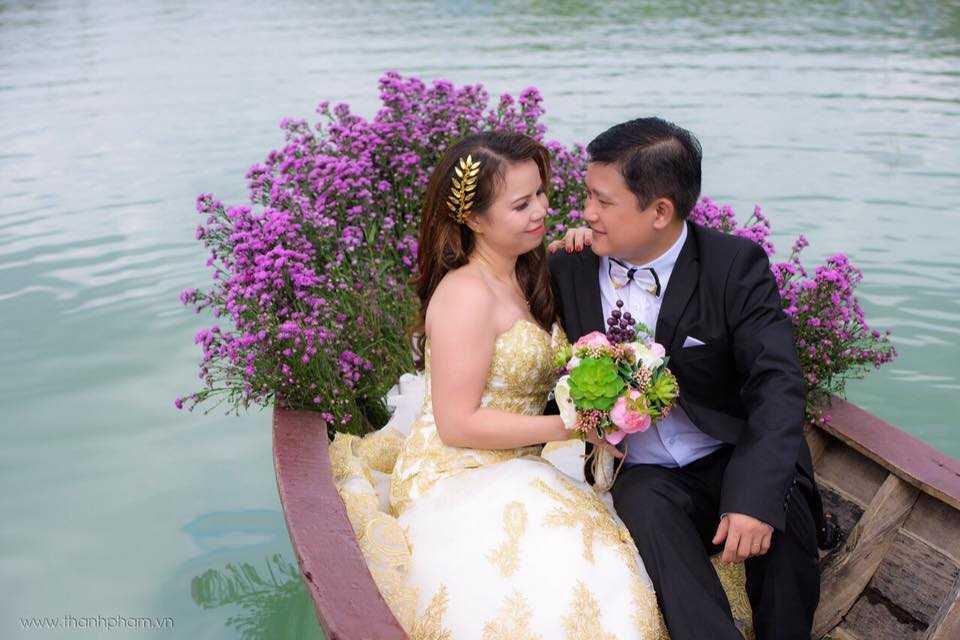 Em gai Dam Vinh Hung rang ro trong lan len xe hoa thu 2 hinh anh 4