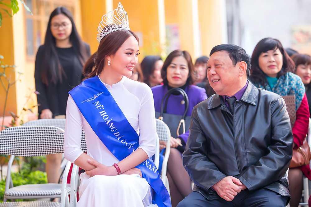 Nu hoang da quy Nguyen Thi Oanh dep tinh khoi ve tham truong cu hinh anh 3
