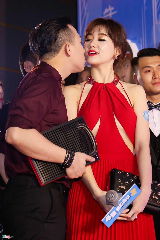 Tran Thanh tinh tu hon Hari Won tren tham do hinh anh 6