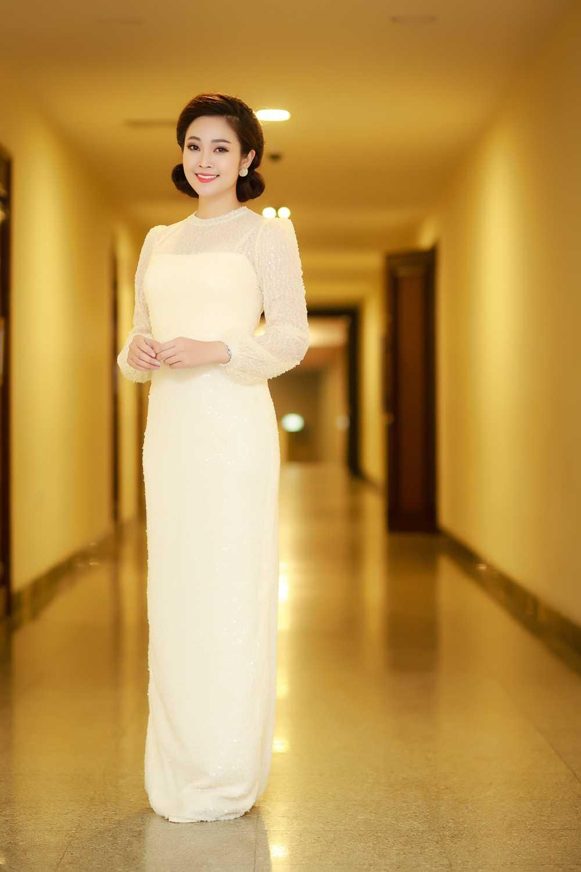 MC Thuy Linh VTV rang ro ben Bang Kieu, Uyen Linh hinh anh 1