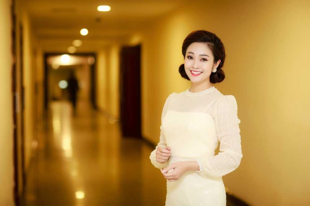 MC Thuy Linh VTV rang ro ben Bang Kieu, Uyen Linh hinh anh 4