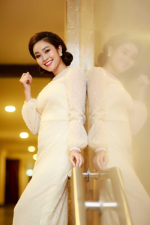 MC Thuy Linh VTV rang ro ben Bang Kieu, Uyen Linh hinh anh 5