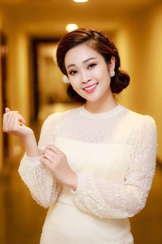 MC Thuy Linh VTV rang ro ben Bang Kieu, Uyen Linh hinh anh 6