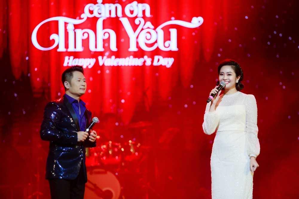 MC Thuy Linh VTV rang ro ben Bang Kieu, Uyen Linh hinh anh 8