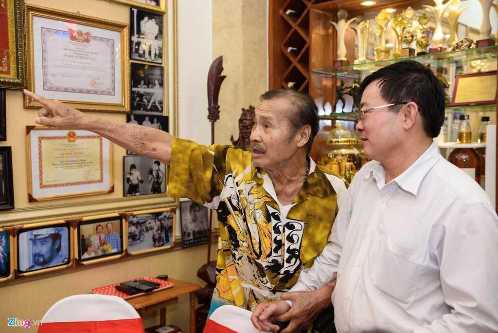 Anh em Ly Hung, Ly Huong to chuc tiec mung tho cho NSND Ly Huynh hinh anh 7
