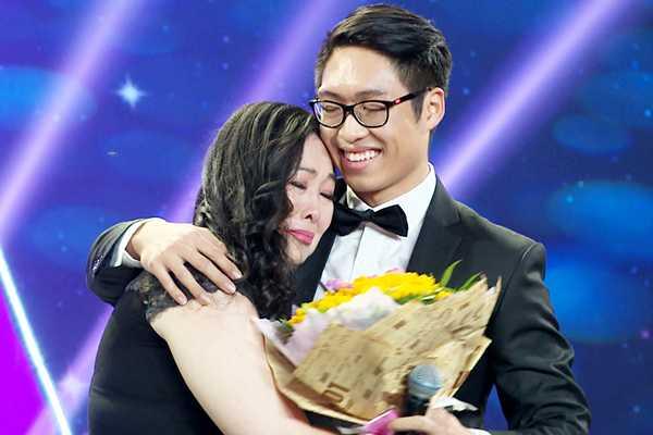 Ngay Quoc te Phu nu 2017: Le Tuan Anh cong khai the hien tinh cam voi Hong Van tren truyen hinh hinh anh 2