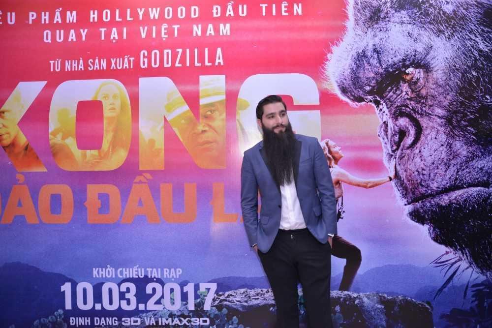 Dao dien 'Kong: Skull Island' cung Ho Ngoc Ha di xem phim hinh anh 9