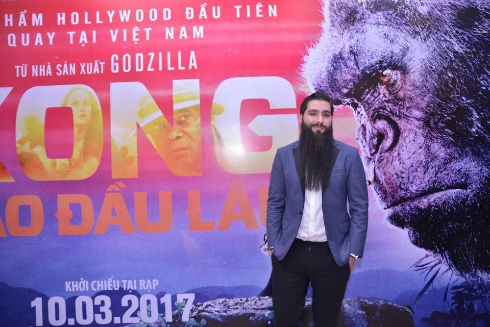 Dao dien 'Kong: Skull Island' cung Ho Ngoc Ha di xem phim hinh anh 8