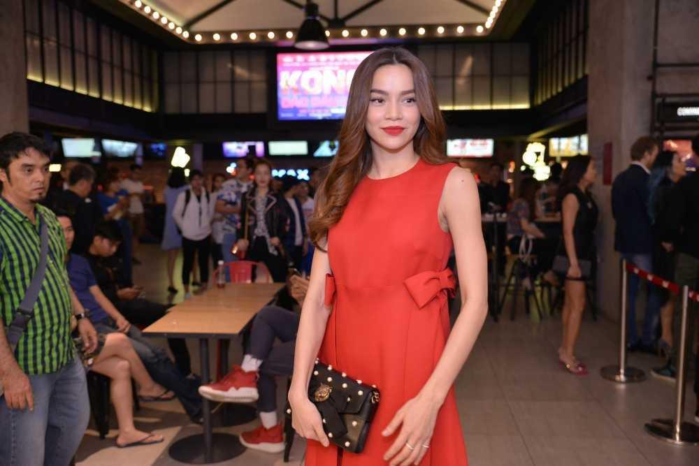 Dao dien 'Kong: Skull Island' cung Ho Ngoc Ha di xem phim hinh anh 6