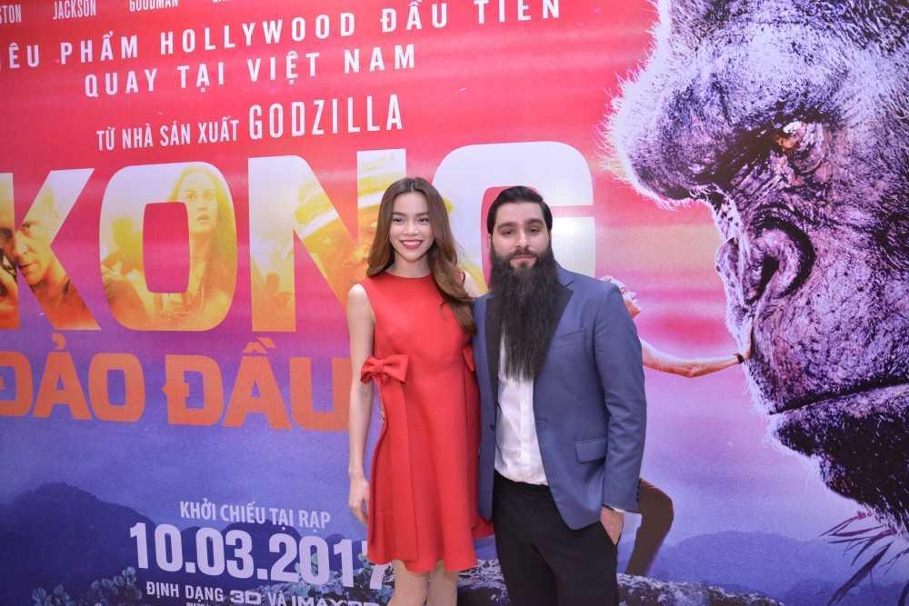 Dao dien 'Kong: Skull Island' cung Ho Ngoc Ha di xem phim hinh anh 3