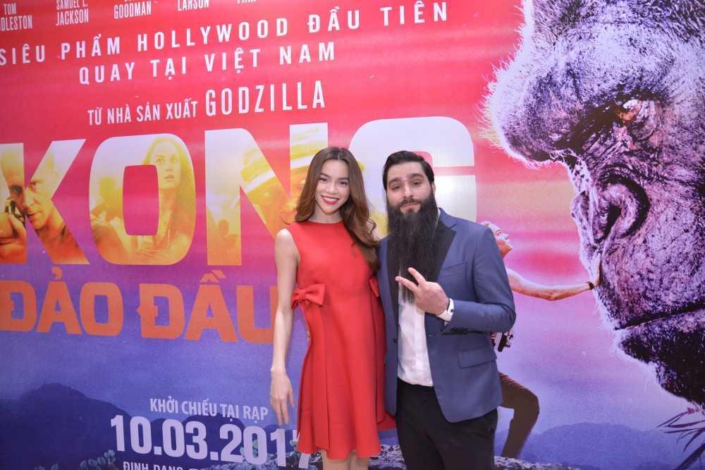 Dao dien 'Kong: Skull Island' cung Ho Ngoc Ha di xem phim hinh anh 2