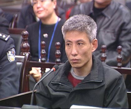 Luu Duc Hoa tung bi danh, bo chay ve Hong Kong cau cuu hinh anh 2