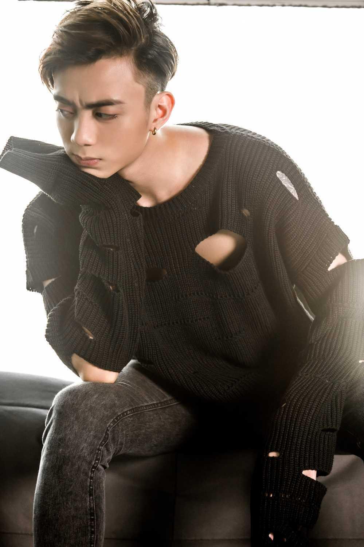 Soobin Hoang Son: 'Phia sau mot co gai' chua phai la tat ca hinh anh 2