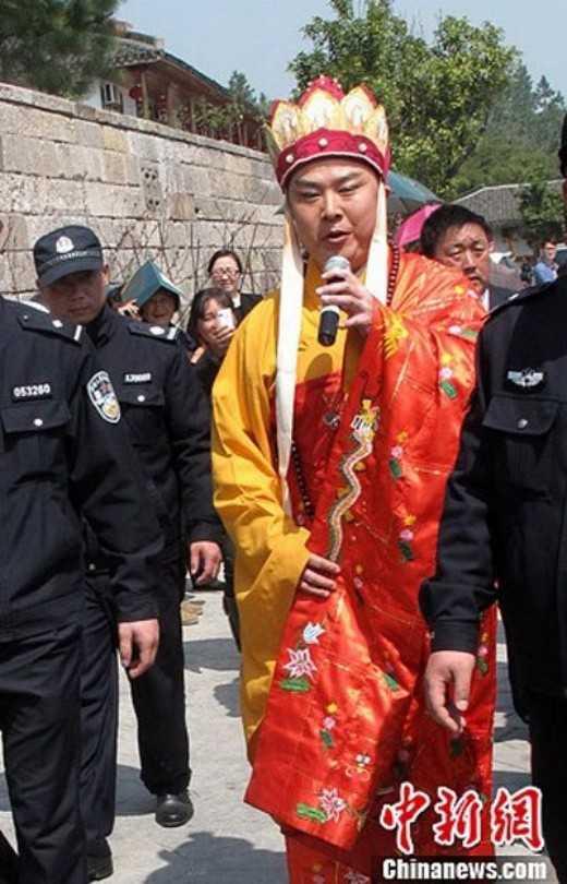 'Duong Tang' Tu Thieu Hoa het thoi, quanh nam di hat rong muu sinh hinh anh 4