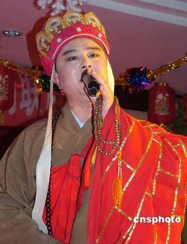 'Duong Tang' Tu Thieu Hoa het thoi, quanh nam di hat rong muu sinh hinh anh 11