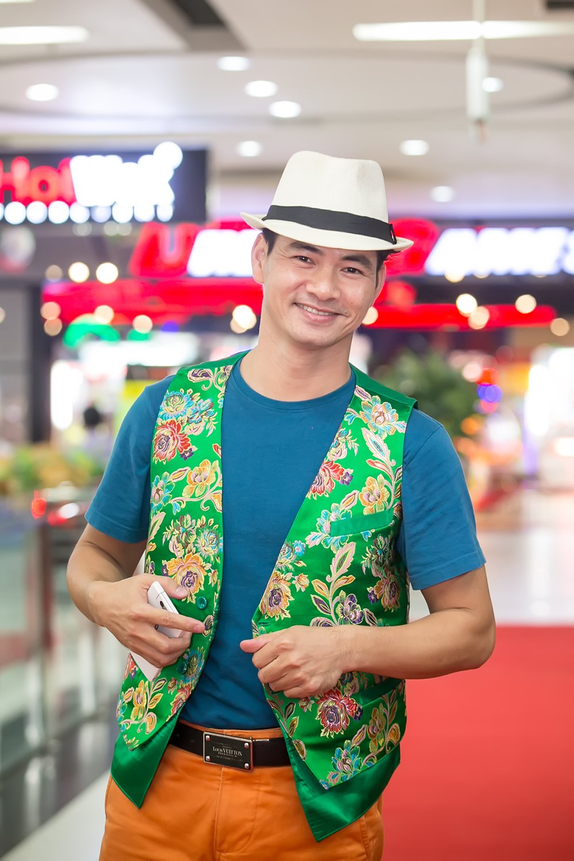 Xuan Bac nguong ngung khi dung canh Hoa hau Bien Thuy Trang hinh anh 1