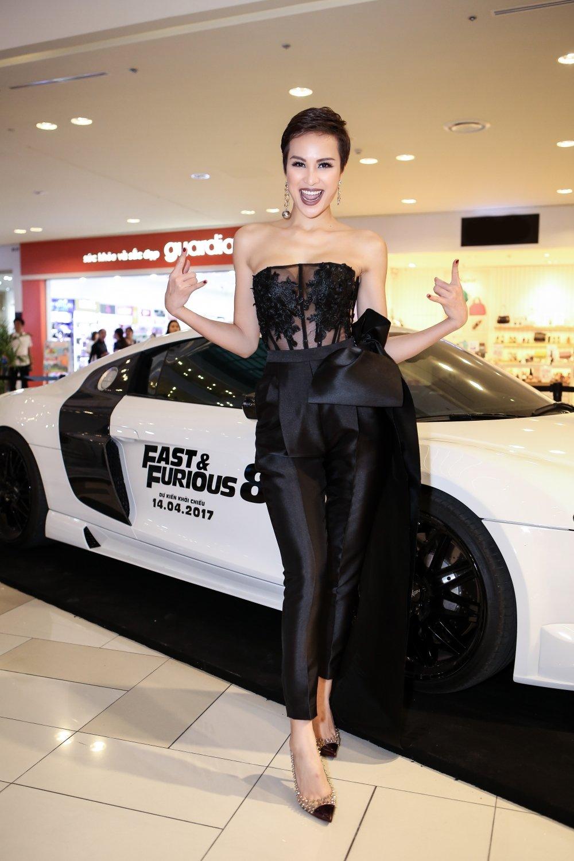Tien Dat tranh mat tinh cu Hari Won trong buoi cong chieu 'Fast and Furious' hinh anh 11