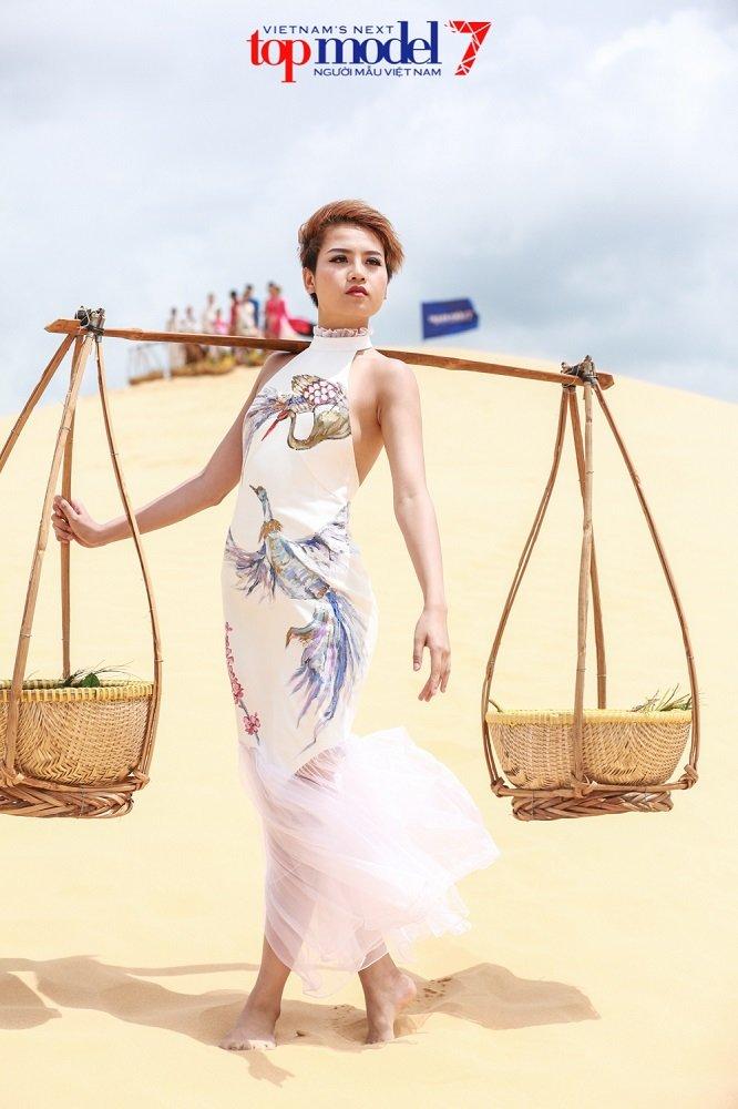 Bi che lun, 'co nang lam chieu' cua Vietnam's Next Top Model danh da dap tra hinh anh 3