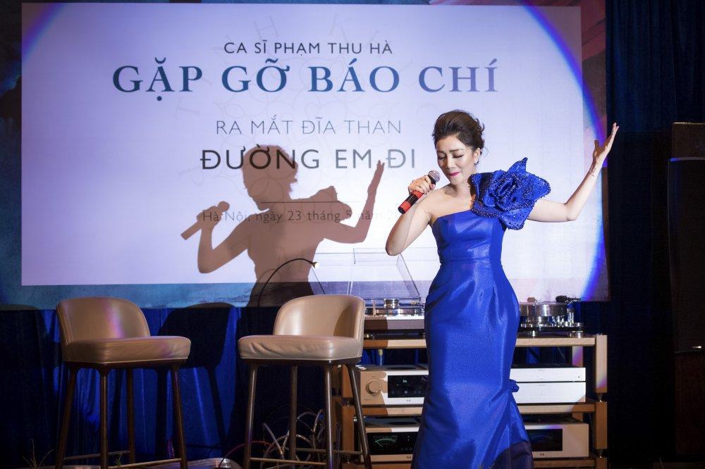 MC Phan Anh toi chuc mung Pham Thu Ha ra album nhac Pham Duy hinh anh 7