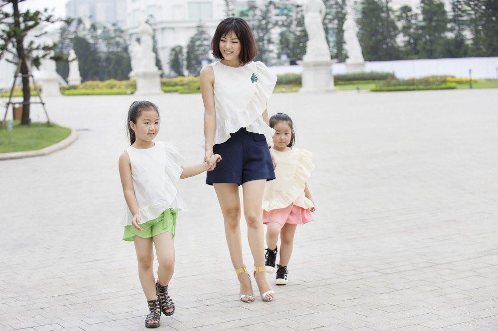 'Con gai' ong trum Phan Quan phim 'Nguoi phan xu' khoe hai thien than nho hinh anh 5