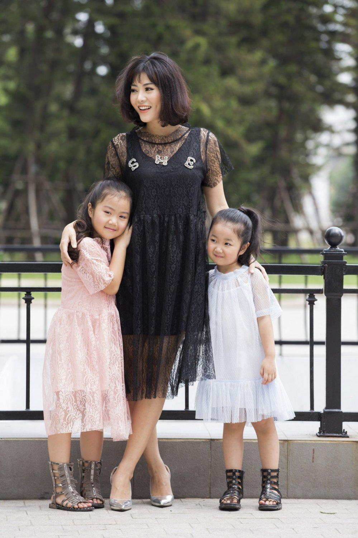 'Con gai' ong trum Phan Quan phim 'Nguoi phan xu' khoe hai thien than nho hinh anh 2