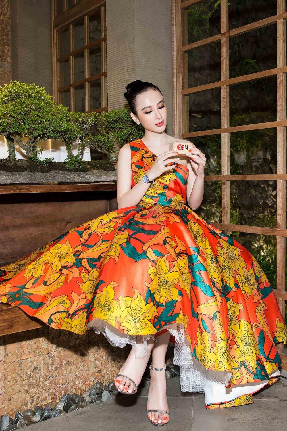 Angela Phuong Trinh kieu sa khoe vai thon hinh anh 4