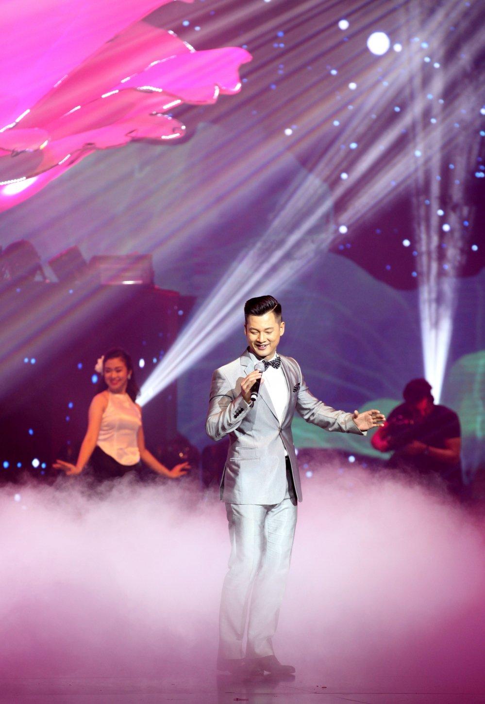 Hong Nhung, Tung Duong thang hoa trong dem nhac 'Nhu nhung doa hoa' hinh anh 12