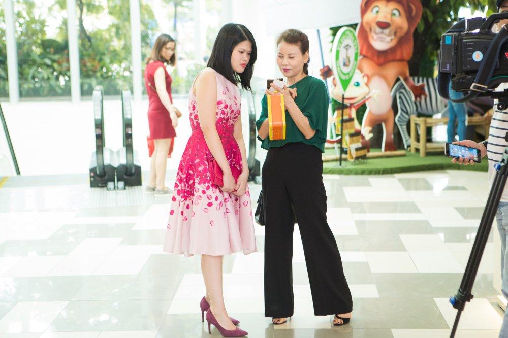 Ho Ngoc Ha rang ro dua Subeo di xem phim hinh anh 8