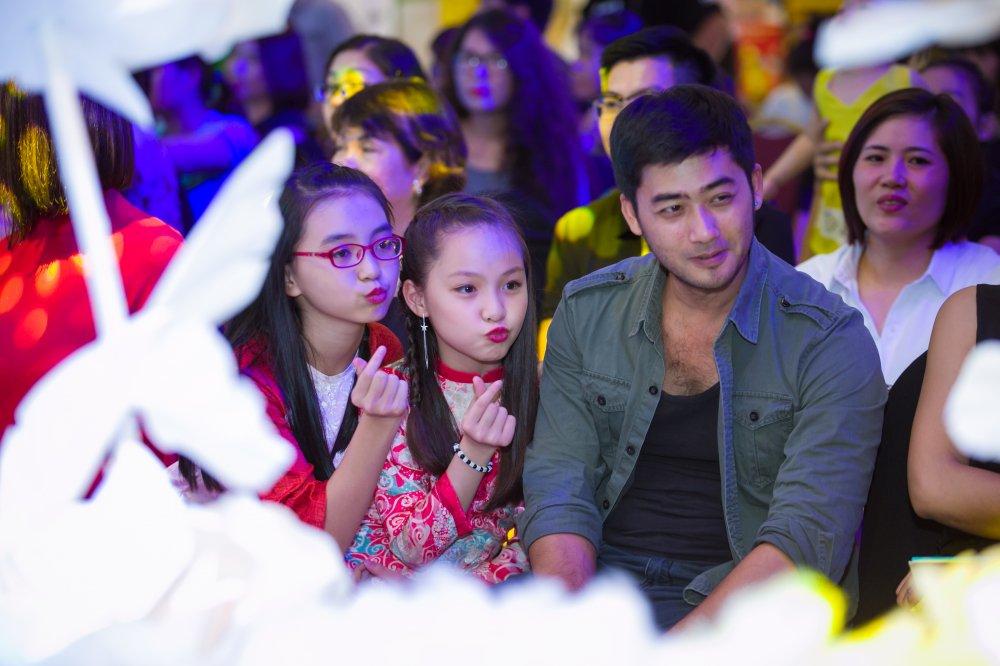 Bao Ngau 'Nguoi phan xu' duoc fan nhi vay quanh hinh anh 6