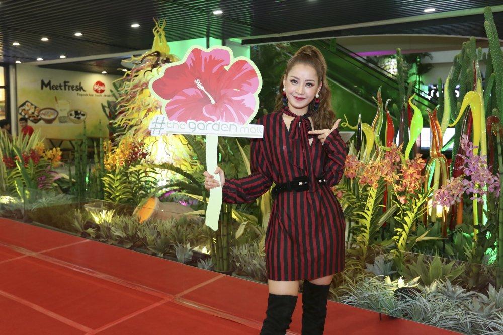 Chi Pu, Gil Le va dan sao toi tham du buoi khai truong khu thuong mai cua vo Thanh Bui hinh anh 4