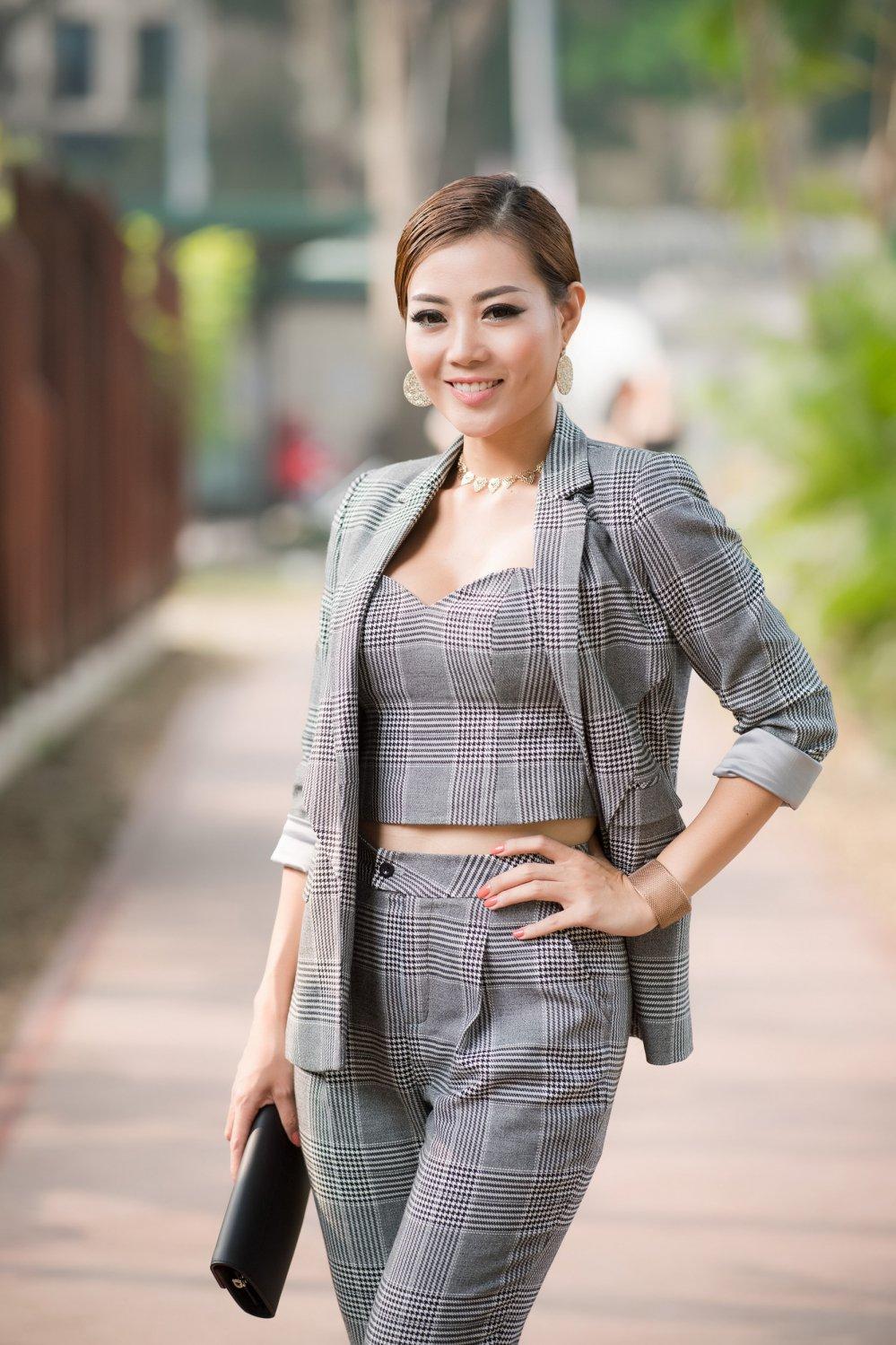 MC Thanh Mai dien vay gan 20.000 vien pha le Swarovski hinh anh 8